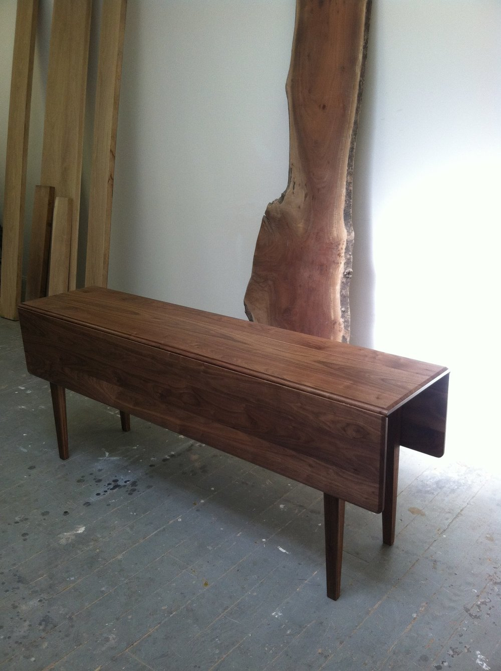 Drop leaf in walnut