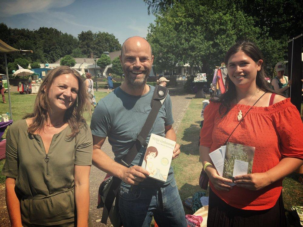 Jeroen de Jong van de Praktijkvader en Marjolein Vos van Wombfulness hebben waardevolle bijdragen geleverd aan de nieuwe editie van Vrije Geboorte.