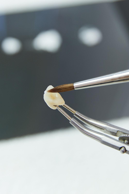 Praxiseigenes Dentallabor. - In einem eingespielten Team stellen geschulte Spezialisten Ihren hochwertigen Zahnersatz her. Das integrierte zahntechnische Labor bietet beste Voraussetzungen für die Berücksichtigung persönlicher Besonderheiten, flexible Terminierung und Soforthilfe.