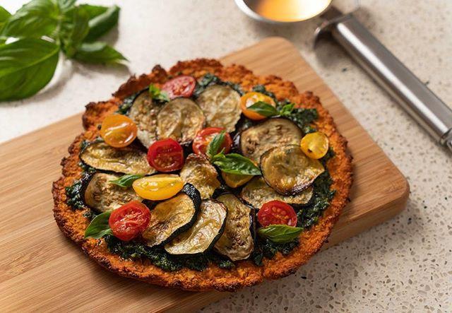 Happy World Pizza Day! 🍕🍕🍕 . Whipped up this sweet potato base topped with hemp pesto, roast zucchini, eggplant and tomatoes today. Who needs cheese? . . . #pizzalover #worldpizzaday #veganpizza #glutenfreepizza 📷 @samjamphoto_