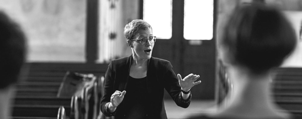 TEACHING & CLASSES  - Alongside private students, Franziska Kuba has been lecturing choir conducting since summer semester 2017 at the Musikhochschule Freiburg.Her students are going to be school and church musicians.  Teaching broadens her knowledge of conducting techniques and leads her to new experiences.