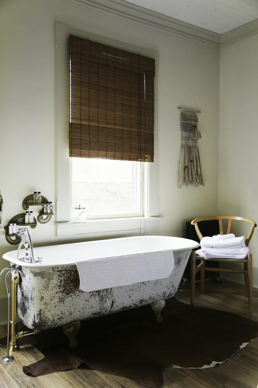 moonriver inn clawfoot tub lodging upstate ny