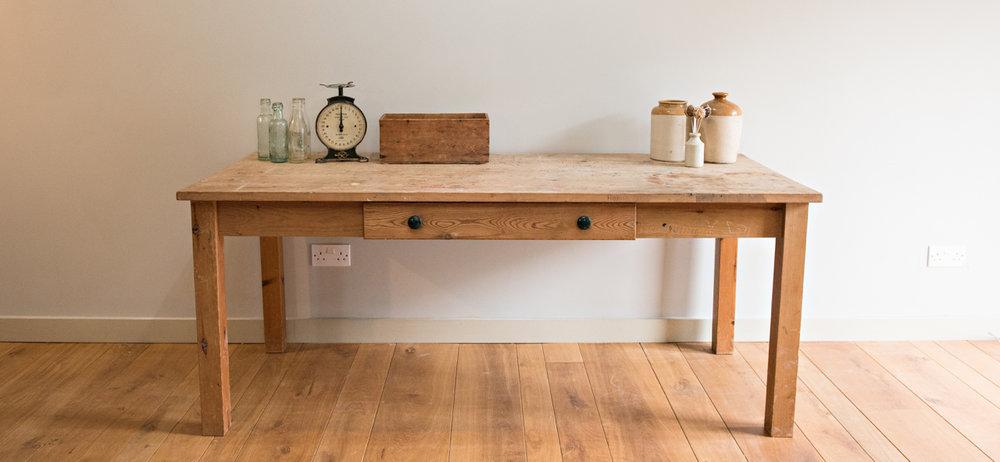 desk kitchen.jpg