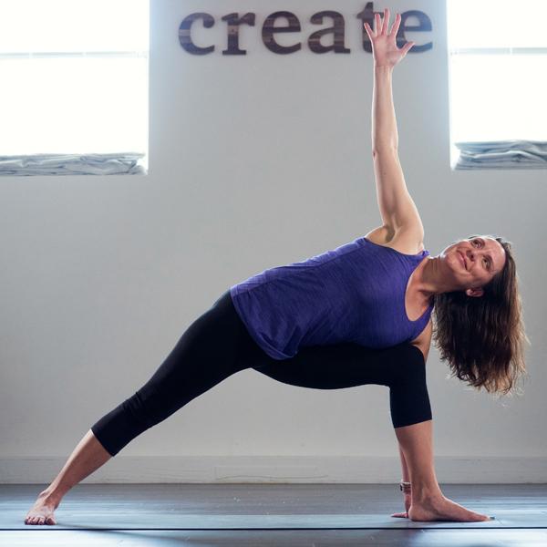 kompose-instructors-pose-meredith.jpg