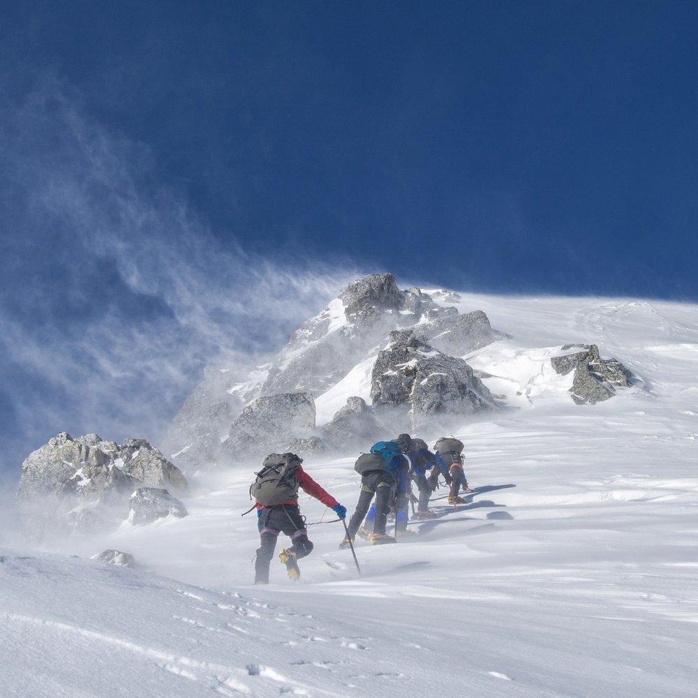 mountaineering-2124113_1920.jpg