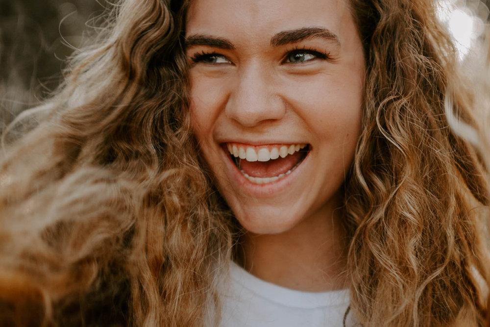 Odontología Estética - Utilizamos diversos materiales y técnicas para conseguir una sonrisa en armonía con los rasgos faciales y la personalidad de nuestro paciente.