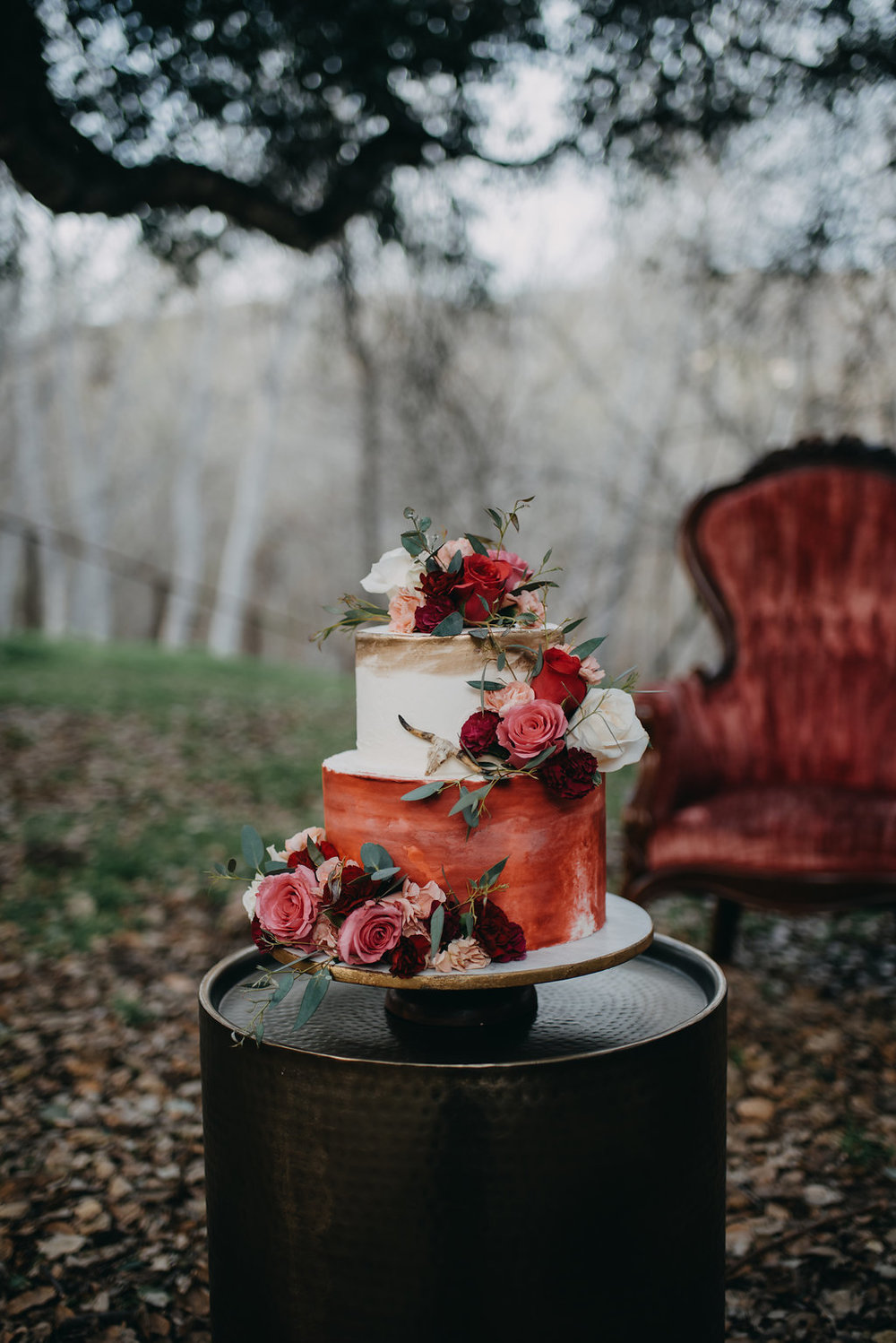 gorgeous fall color red velvet wedding cake floral decoration