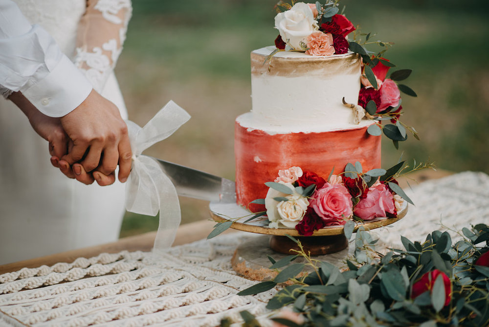 wedding cake fall winter wedding trends 2019