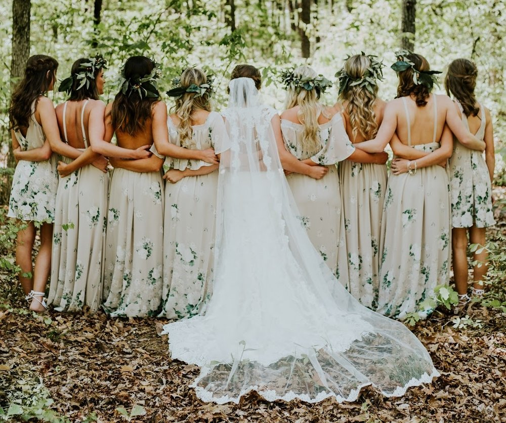 simple ideas for bohemian wedding flower crowns and daisy chains
