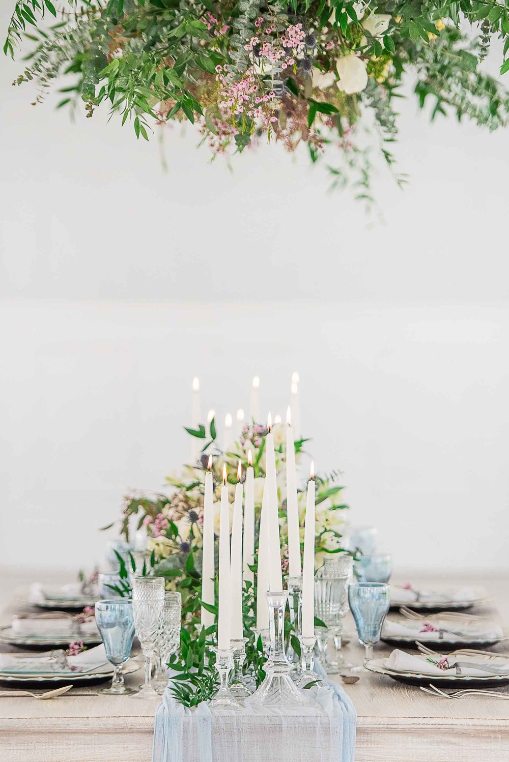 2019 wedding trends floral centerpieces and dining table setting