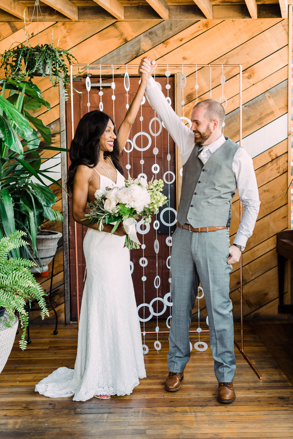 fun candid wedding photo tips capture the moment elopement photo