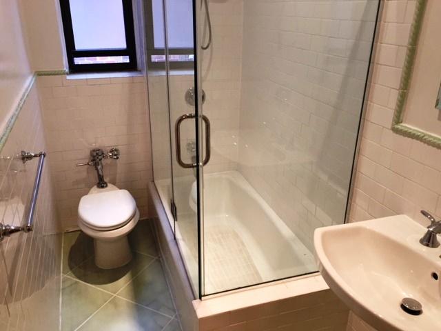 303E37St4G_Bathroom.jpg