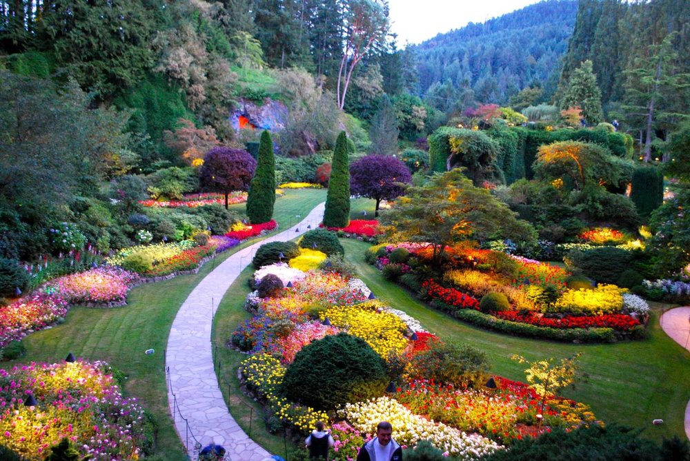 historic-downtown-and-butchart-gardens-victoria-bc-canada-1.jpg