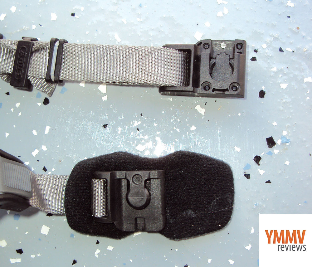 Magnetic buckle with padding under the chin -