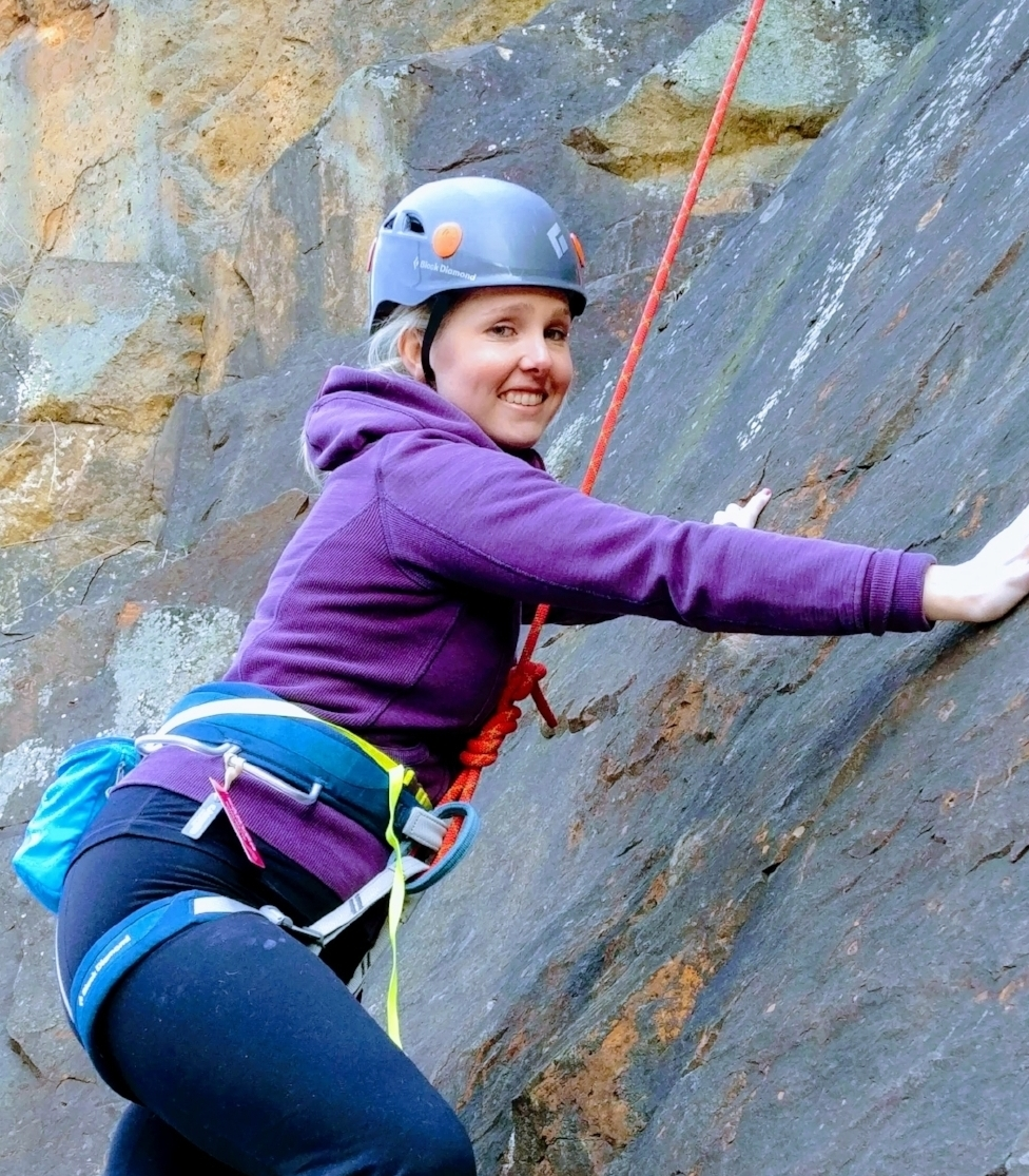 Wow, what a course! It's really intensive but fun at the same time. Antoine is an excellent teacher and he really knows his stuff. I'm really staisfied and I now have confidence to go climb outside this summer! - Christina