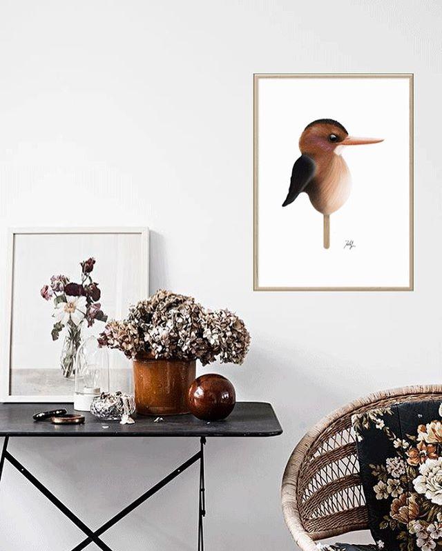 Den afrikanske dværgisfugl spreder varme og frisker din bolig op 🌞❤️😋 - - - - #danskdesign #danishdesign #interiordesign #poster #posterdesign #kunstplakat #plakat #interiør #homedecor #håndtegnet #mor #fresh #cool #popsiclebird #livingroom #livingroomdecor #stue #indretning #indretningsdesign #fugl #natur #bird #illustration #digitalpainting #kunst #handdrawn #africa #walldecor#art #drawing