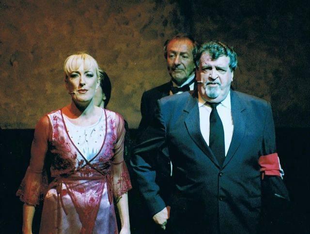 Melinda Middleton ( Fraulein Kost ) , Greg Page, Noel