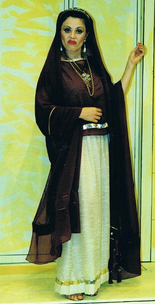 Lorna O'Neil as  Domina
