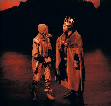 Stephen Hirst (Tom) / Darryl Davis (King Arthur)