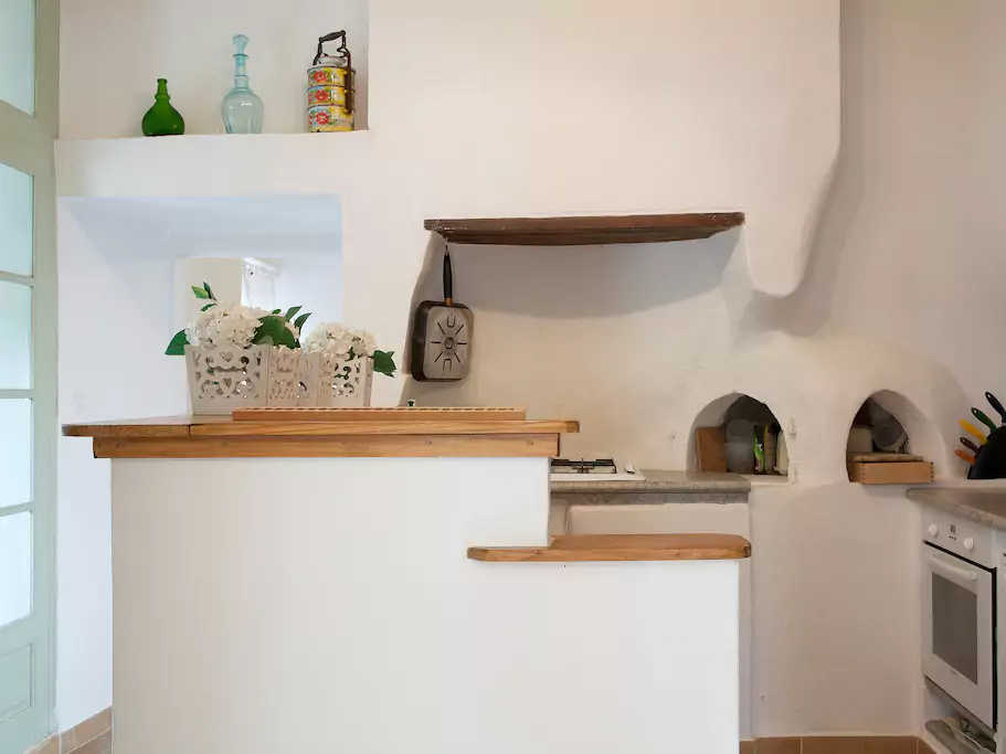 bnb_gite_large_lounge_kitchen.jpg