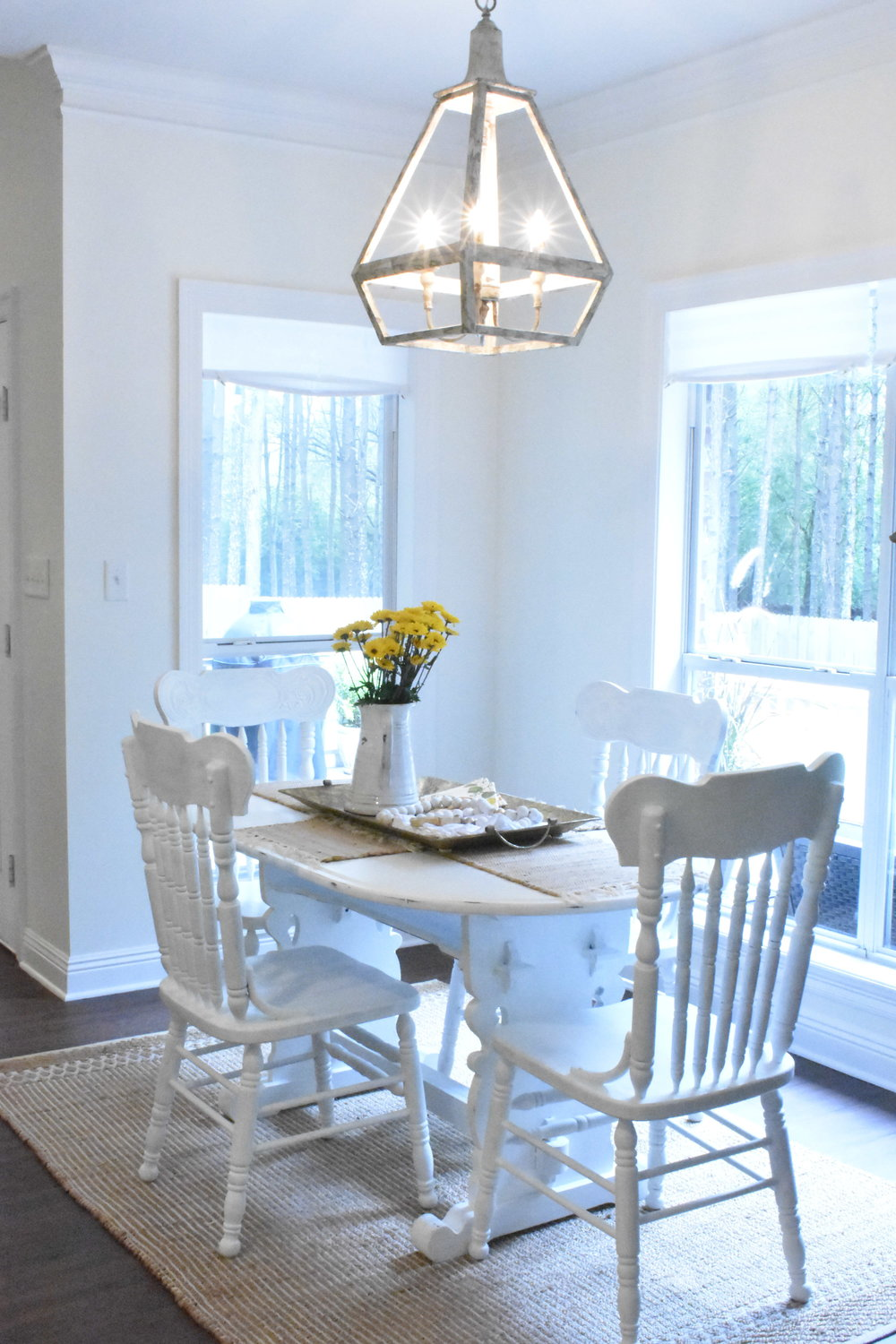 Breakfast area with centerpiece decor from Rubies Home Furnishings.