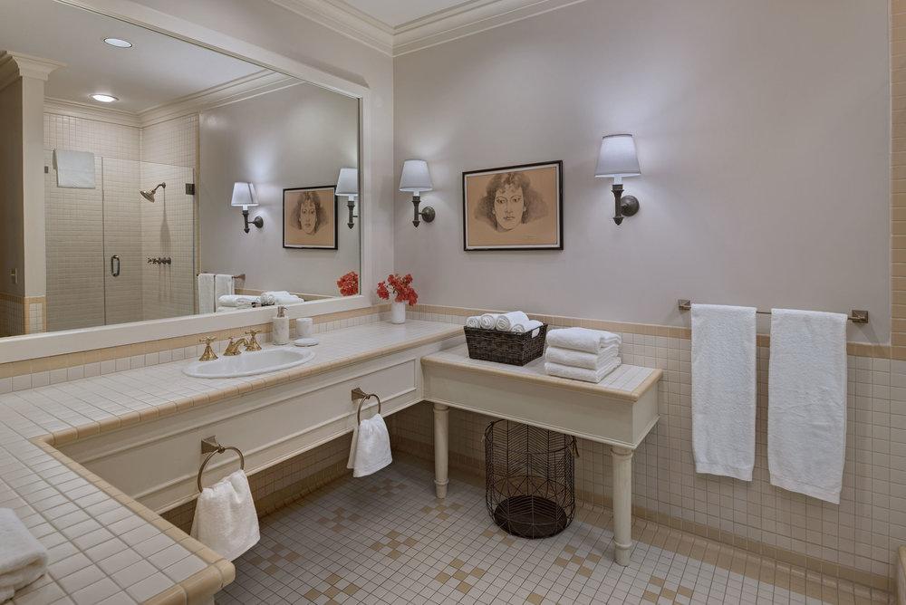 al-argueta-2018-PGH-master-bathroom.jpg