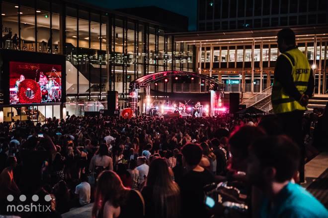 Flinders Plaza - Crowd.jpg