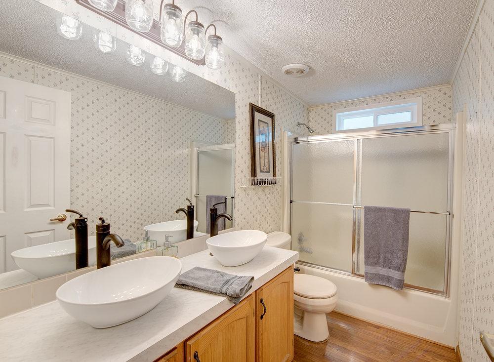 7a-hall-bath.jpg