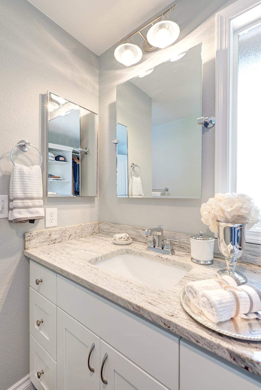 5e-master-vert-bath-sink.jpg