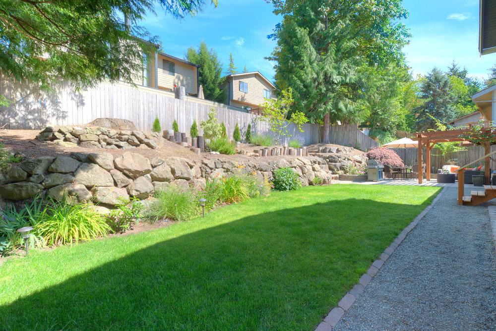 20b-backyard2.jpg