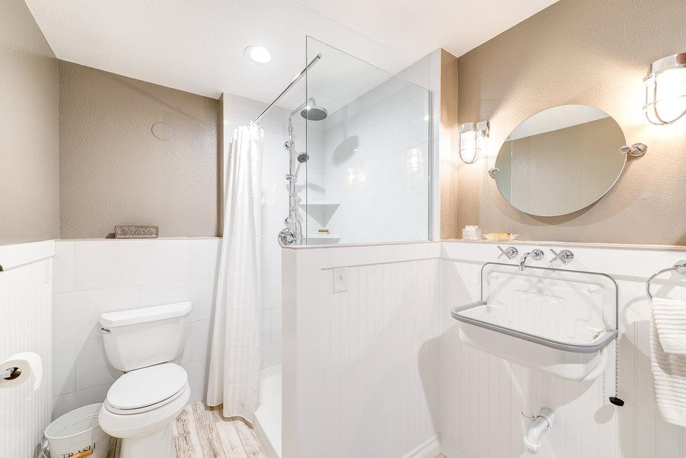 10c-bath-laundry.jpg