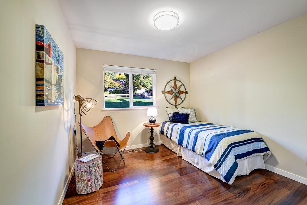 7b-bedroom-1-s.jpg