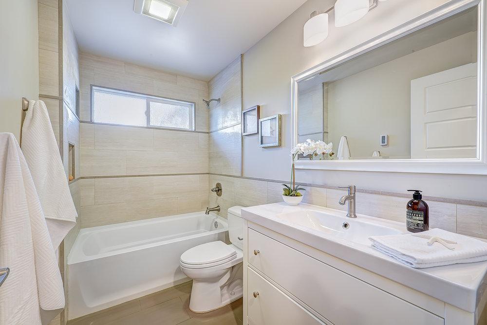 9b-hall-bath.jpg