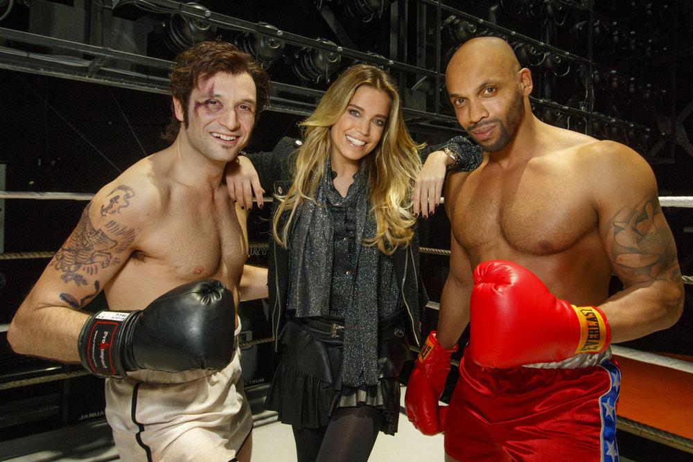 Drew Sarich als Rocky, Sylvie Meis und Gino Emnes als Apollo Creed