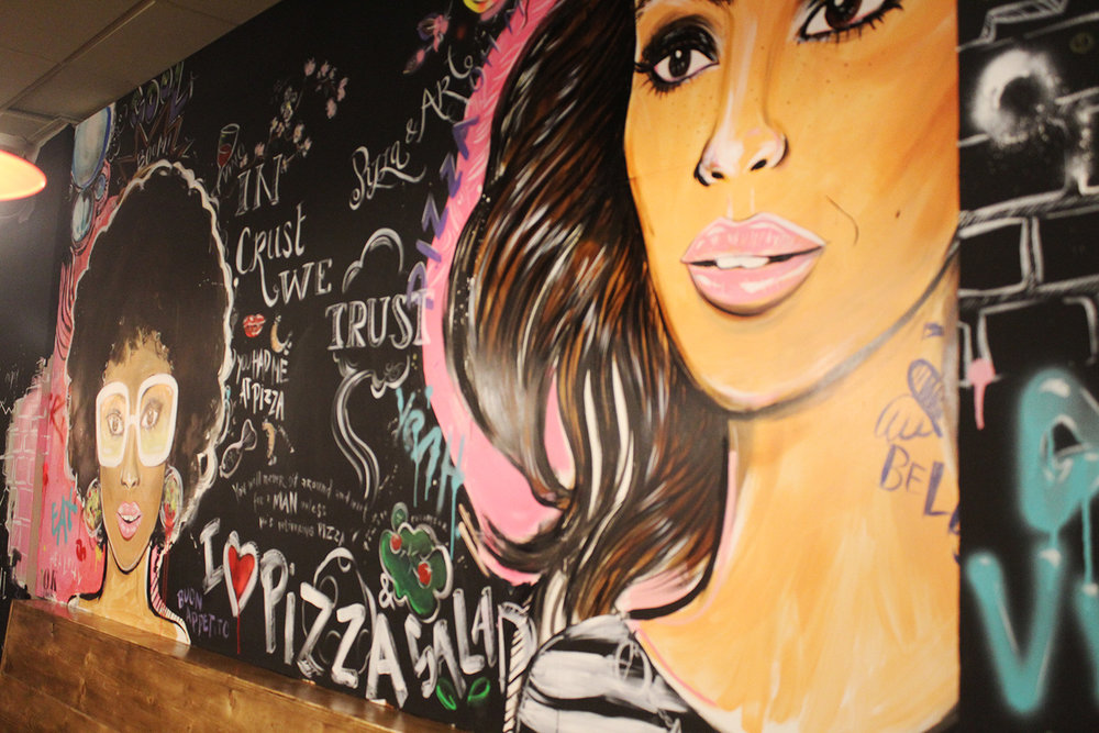 CLOSE UP OF UNCLE DANIS PIZZA WALL PAINTING