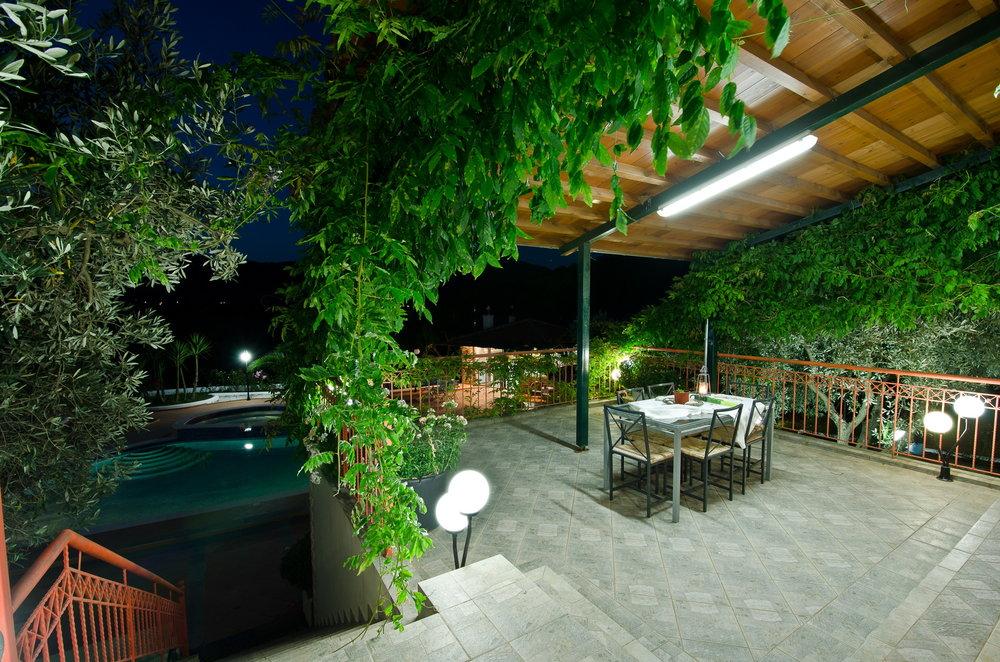 veranda 1 loutsa.jpg