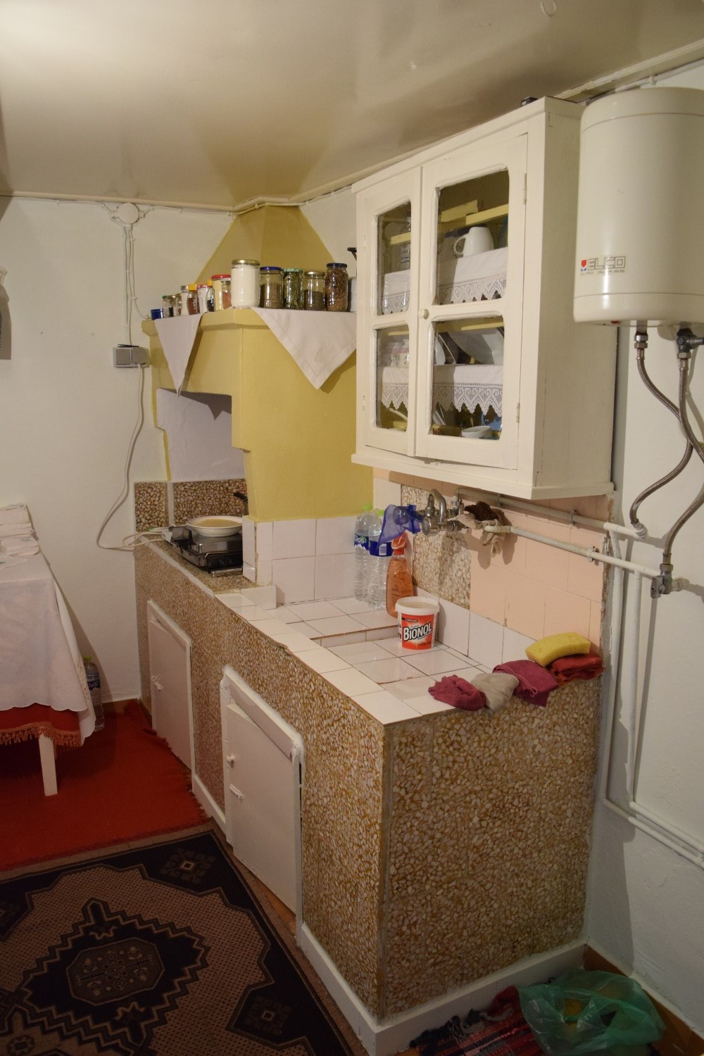 beautiful_original_townhouse_apartment_kitchen.jpg