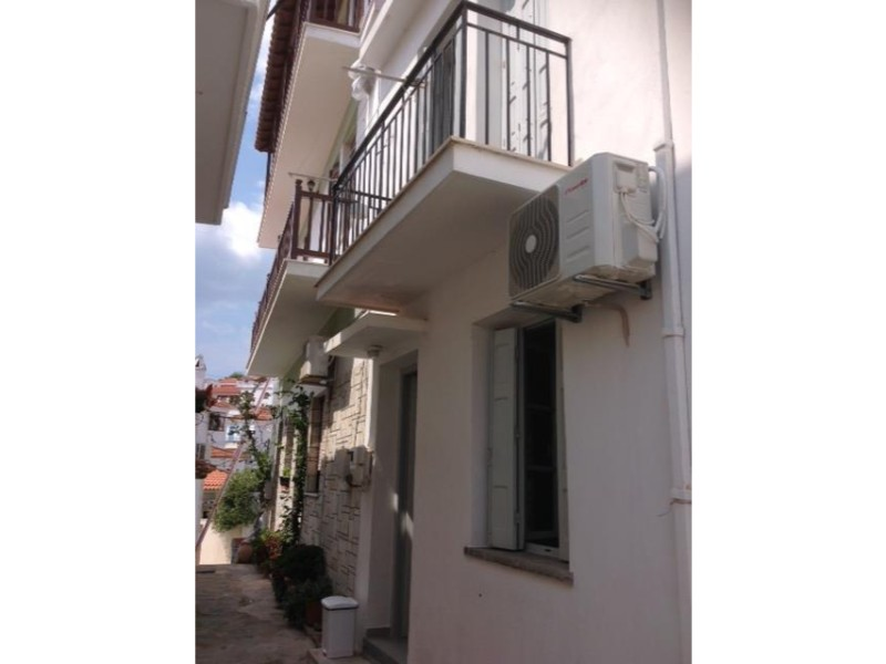 small_modern_house_in_the_center_of_skopelos_front_of_the_house.jpg