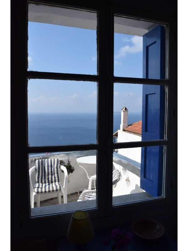 charming_house_with_stunning_view_in_old_klima_window1.jpg