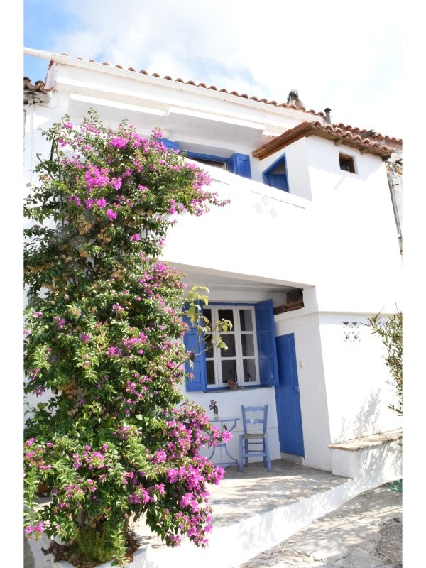 New; Charming house with stunning view in old Klima    Property number 213    Price: 120.000 euro     Read more