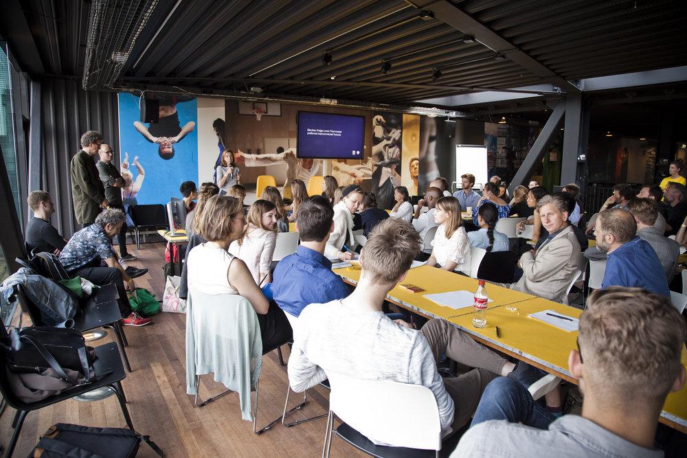 In de Break-Out sessie met Design Academy Eindhoven stond de vraag 'hoe ziet de gewenste toekomst eruit' centraal.