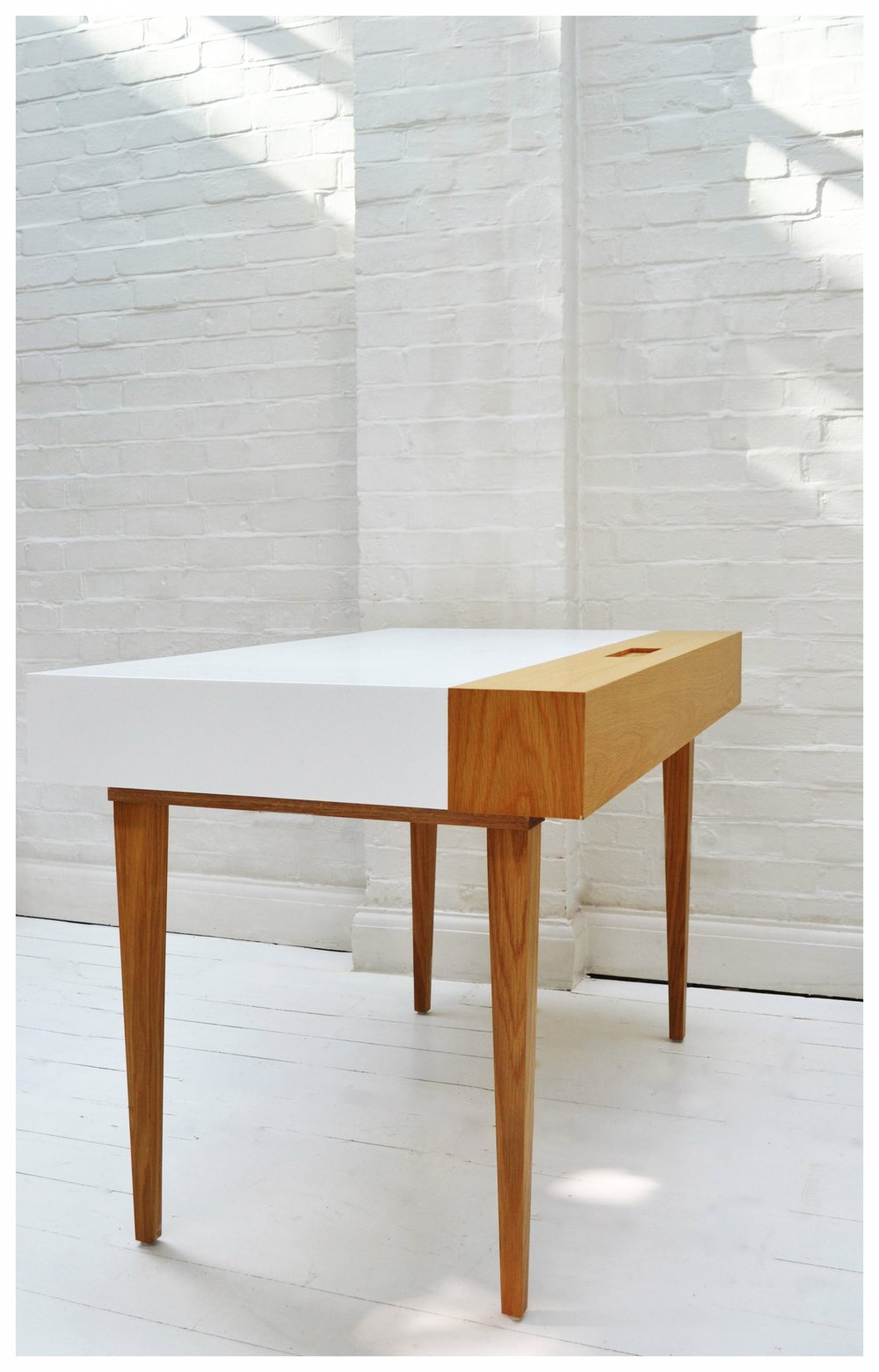 writingdesk_oak_corian_01.jpg