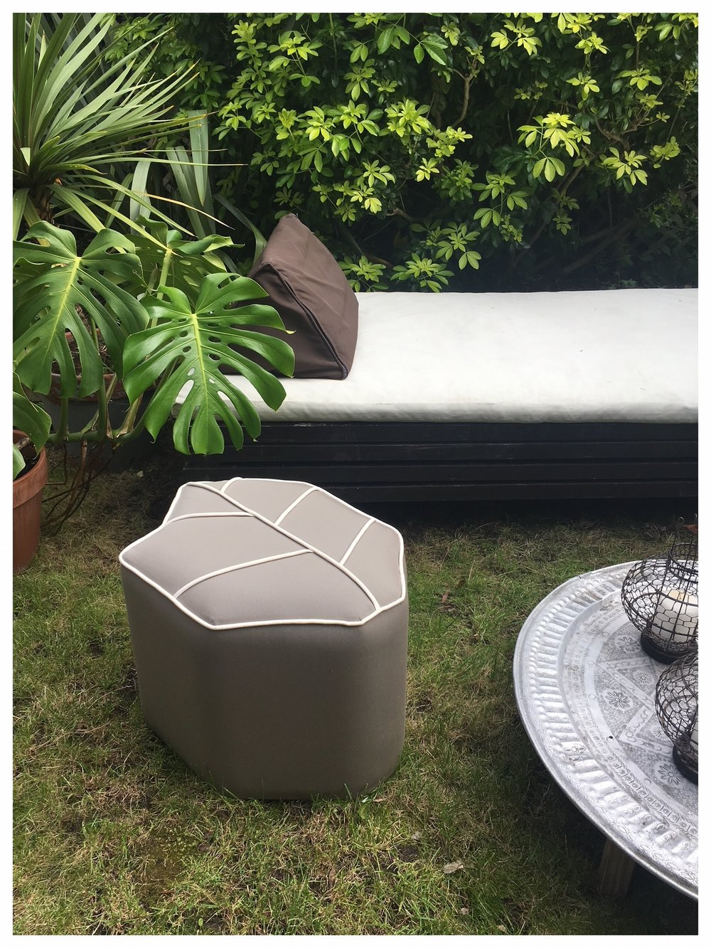 Outdoor taupe Leaf Seat pouf
