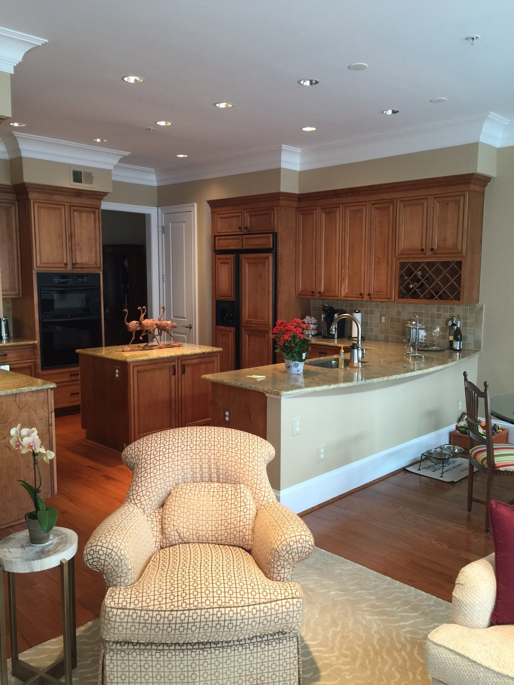 Oblon_Kitchen_CrownMolding_warmrichneutral.JPG