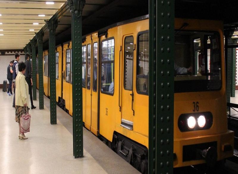 Ulaşım - Macaristan'da ulaşım çeşitli yollardan sağlanabilir. Uluslararası ve yurtiçi banliyö trenleri, otobüsler, tramvaylar ve metro mevcuttur. Bilet fiyatları çok ucuz olmasa da tamamen karşılanabilir seviyededir.