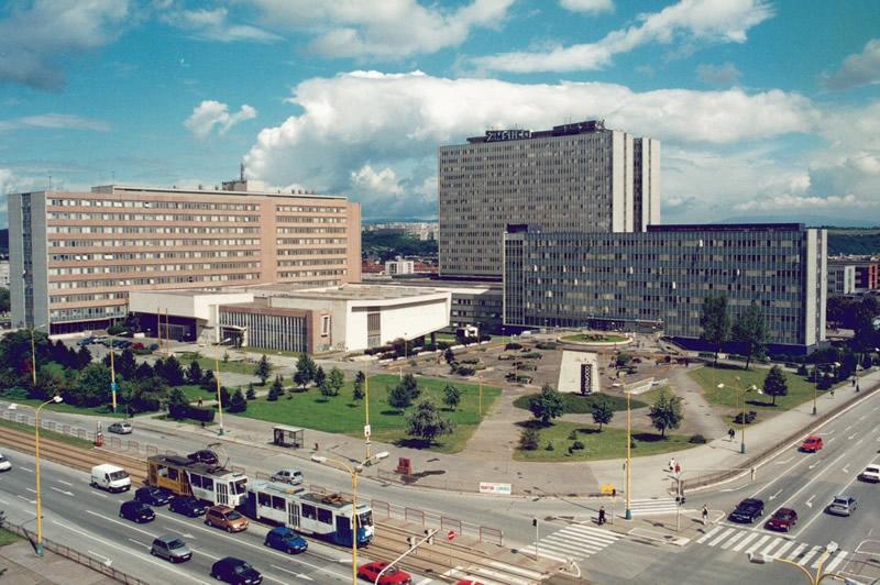 KOSICE TIP FAKÜLTESİ - Kosice Slovakya'nın en büyük ikinci şehridir. Tıp fakültesi 1948 yılında kurulmuş köklü bir eğitim yuvasıdır. Bünyesinde Diş Hekimliği Fakültesi de bulundurmaktadır.