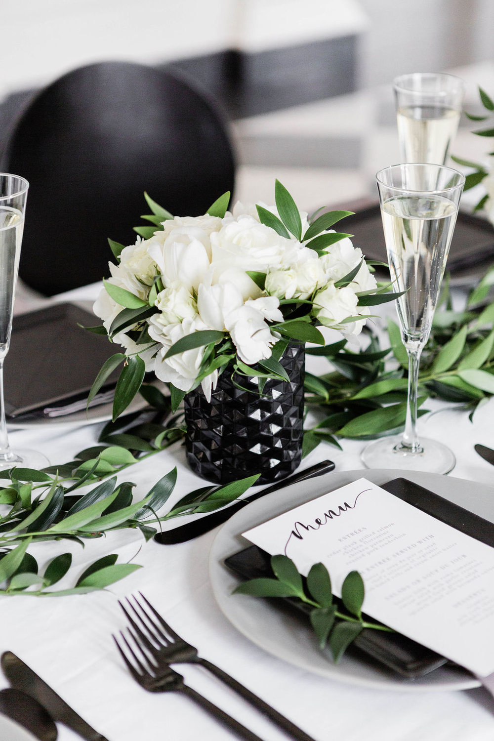 White rose centerpiece| Black Vases | Chicago History Museum | Black and White Wedding | Black Tie Wedding | Your Day by MK | Chicago Wedding Planner |