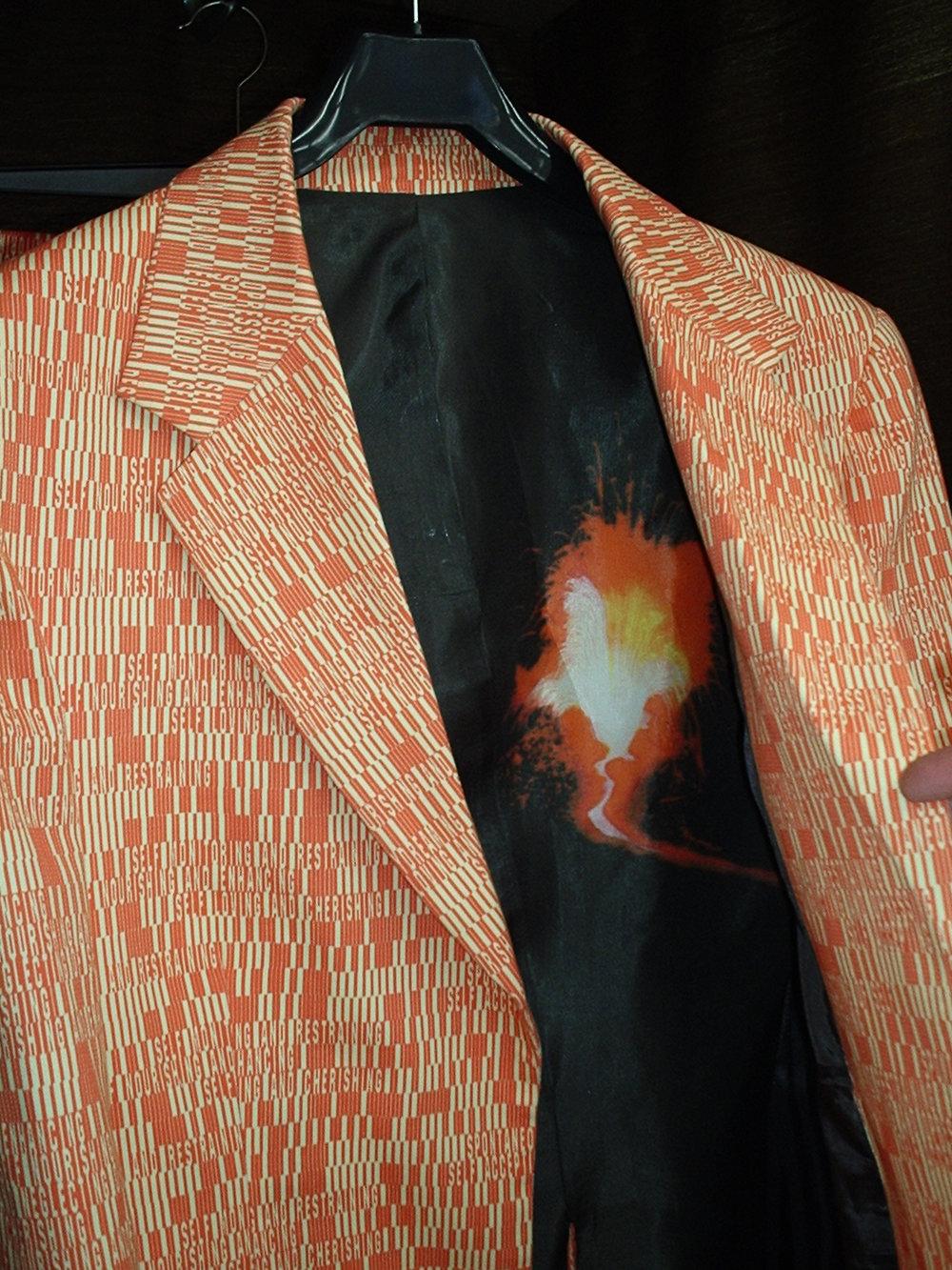 Kostym Vulkan.jpg