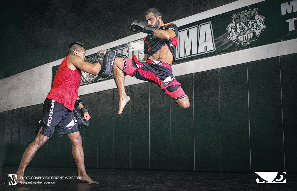giga-knee-kick.jpg