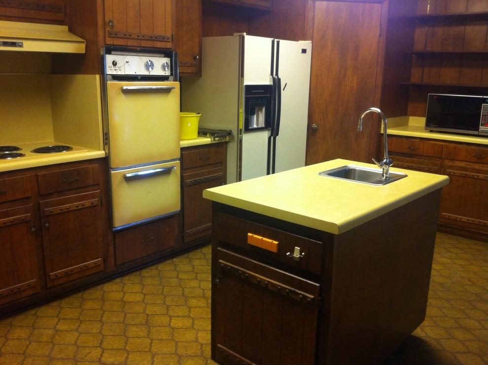 70 kitchen.jpg